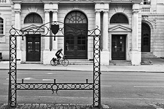 Photo Frame (Nicolas Pavlidis) Tags: street bw building bike frame arrows bicyclist gebude rahmen radfahrer pfeile roadmarkings fahrend strase blackwhitephotos strasenmarkierungen