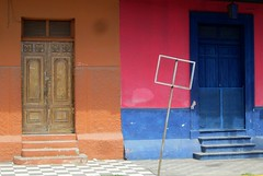 Granada - Calle Real Xalteva Colours (zorro1945) Tags: street calle doors colours granada nicaragua centralamerica centroamerica callerealxalteva