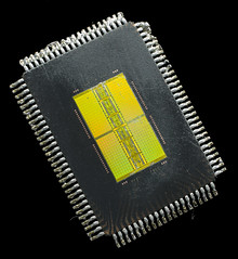 SAMSUNG@DDR-SDRAM@64MBit@K4D62323HA-QC60___Stack-DSC03520-DSC03537_-_ZS-DMap (FritzchensFritz) Tags: 2 macro vintage ceramic focus die open shot fixed stacking makro package wafer pipeline cracked processor gpu gts agp keramik fokus geforce nvidia prozessor supermakro focusstacking lenstagger cpudie nv15 180nm stackshot dieshot fokusstacking stackrail dieshots waferdie wafershot gpupackage