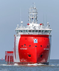 Vos Partner (maritime.fotos) Tags: red offshore elbe windfarm cuxhaven xbow ulstein versorger vroon offshoresupplyvessel offshoreversorger ulsteinxbow vroonoffshoreservices vospartner