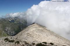 la cresta che porta sul monte Torrone (Roberto Tarantino EXPLORE THE MOUNTAINS!) Tags: parco 2000 nuvole neve alta monte amici montagna marche umbria cresta sibillini vettore quota metri