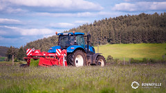 New Holland T7.185 + Pttinger  Novacat 307 T (Nito43) Tags: paysage fauche tracteur faucheuse new holland t7 t7185 pottinger novacat 307 volcans foin hay field tractor