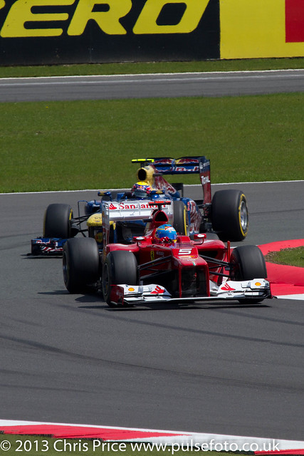 Fernando Alonso and Mark Webber into Lap 1