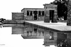 Templo de Debod (B&W) (pukilin) Tags: madrid street city bw reflection 50mm calle ciudad bn reflejo templodedebob nikond3100