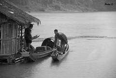 Ricordi - La risalita del Mekong - (LAOS - 17.08.2009) (PKN78 - Matteo Franchi) Tags: bw river boat asia fiume barche bn oriente laos viaggi lao mekong rpdl