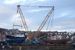 Turning Guiding Star (yogi59) Tags: new england mobile river star marine britain crane yorkshire united great north kingdom east whitby 1200 hull launch build trawler ton guiding esk sarens gottwald parkol h360 ak6803