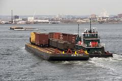 Trains on the river (_altaria01669_) Tags: new york city newyork ro america river wagon us barco ship united transport rail hudson states nueva wagons transporte nuevayork estados vagn unidos ferroviaria vagones barcaza