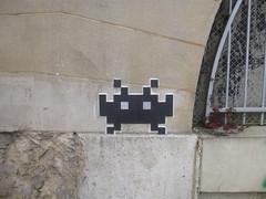 PA 0102 ractiv / Space Invader (avril 2016) (Archi & Philou) Tags: streetart mosaic spaceinvader tiles paris13 mosaque carreau ractivation