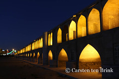 Esfahan's Si-o-Seh Bridge / Pol-e Si-o-Seh (10b travelling) Tags: bridge sunset persian asia asien iran middleeast persia pole asie iranian esfahan isfahan 2014 neareast moyenorient sioseh naherosten mittlererosten tenbrink carstentenbrink westernasia iptcbasic 10btravelling ahahabbas