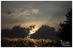 Sunrise behind cloud (t1p2m3) Tags: light cloud sunrise licht sonnenuntergang schwarze volke