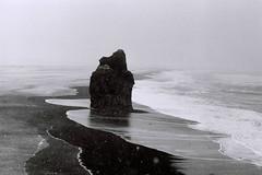 (injure santal) Tags: sea rock sand