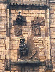 Warkworth Castle, Northumberland (Hipster Bookfairy) Tags: sculpture castle architecture