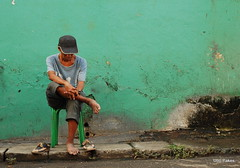 down and out (ubo_pakes) Tags: city portrait urban man green wall chair nikon shoes asia sitting sad decay philippines environmental sidewalk barefoot cebu cebucity visayas stret d60 ubo pakes mygearandme mygearandmepremium mygearandmebronze ubopakes