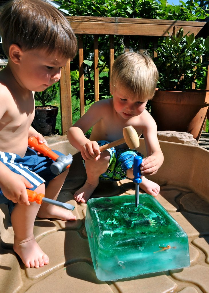 """Kids """"Icecavating"""" for an outdoor activity"""