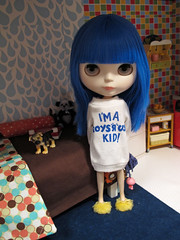 170/366 (luxielou) Tags: doll apartment barbie blythe 365 rement bluehair shea sss blythetowers trushirt