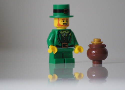 Lego Leprechaun & Pot of Gold