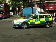 LAS 7861 (kenjonbro) Tags: uk white london westminster volvo estate trafalgarsquare vehicle emergency rapid charingcross stationwagon response sw1 rru unit 999 bluelights 2011 londonambulanceservice 7861 rrv kenjonbro fujihs10 lx11afa