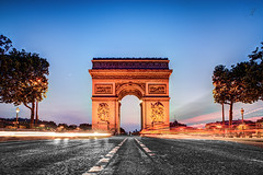 Arc de Triomphe de l'Etoile (Julien Fromentin - Photographe) Tags: city morning light paris france history monument architecture photoshop pose dark french effects long minolta sony capital champs elyses arc triomphe pisa 20mm capitale 20 alpha avenue towns postproduction f28 hdr sal masterpiece francais citt lightroom lunga toile estoria historique effets parisien hudge a850 ciuda colocacin traitements dslra850 alpha850