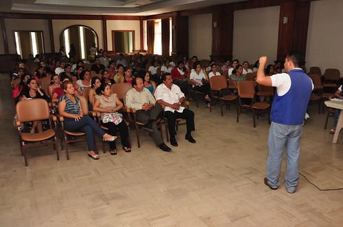 promotoras y padres de familia del programa CNH recibieron charla por parte del INFA para mejorar la atención a beneficiados.