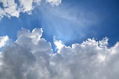 Bleu, blanc, ciel. (Florent Valentin) Tags: blue light sky cloud white clouds nikon heaven earth lumire bleu ciel nuage nuages blanc cieux d7000