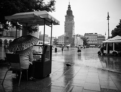 Krakow (helge1975) Tags: krakow poland rain tower square umbrella