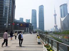 Walkway in Pudong (Daniel Brennwald) Tags: china shanghai walkway pudong lujiazui