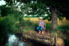 Fishing for dreams (Soloross) Tags: light boy sky sun tree water colors beauty field fishing child fineart country campagna cielo dreams sole acqua pesca luce capi sogni bambino frumento