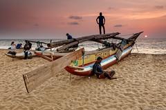 Diegembe (Paco Conesa) Tags: negombo srilanka sunset atardecer boat barcas arena paco conesa canon