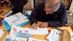 Michel dessinateur (valdeseine) Tags: france ledefrance dessin bd centreville seineetmarne ddicace commerants melun dessinateur