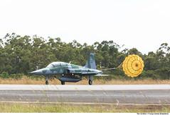 Pouso do F-5FM em Anápolis-GO (Força Aérea Brasileira - Página Oficial) Tags: bvrsabre baanbaseaéreadeanápolis fotoeniltonkirchhof exerciciooperacional canoneos5dmarkiii aviacaodecaca pouso f5fm biplace fab4806 paraquedasdefrenagem