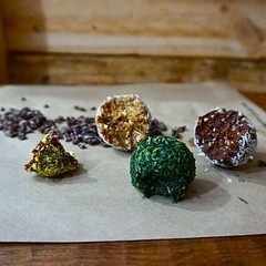 How delicious do these bliss balls look by our favourite raw treat guru @wellnessbytess Coco Loco, Jaffa and Spirulina Mint - whats your flava? Tell me what's your flava? Ooh. (aptorganics) Tags: apt