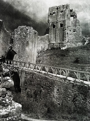 "Corfe Castle ruins • <a style=""font-size:0.8em;"" href=""http://www.flickr.com/photos/44919156@N00/7412781552/"" target=""_blank"">View on Flickr</a>"