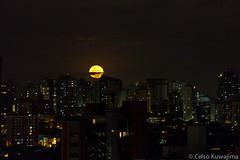 Moonrise, So Paulo (Celso Kuwajima) Tags: brazil canon eos saopaulo sopaulo moema noturno ef70200mmf4lisusm 5dmarkiii