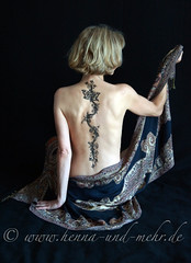 Flower vine with butterfly on a back (olga_rashida) Tags: berlin art painting back kunst dos bodypainting mehendi bodyart rcken mehndi tatuaggio hennatattoo mehandi krperbemalung mehndidesign   naksh peinturecorporelle khidab hennadesign  hennamalerei tatouageauhenn hennabemalung bestportraitsaoi kunstamkrper httpwwwhennaundmehrde mygearandme mygearandmepremium rememberthatmomentlevel4 rememberthatmomentlevel1 rememberthatmomentlevel2 rememberthatmomentlevel3 rememberthatmomentlevel7 bemalungmithenna rememberthatmomentlevel9 rememberthatmomentlevel5 rememberthatmomentlevel6 rememberthatmomentlevel8 rememberthatmomentlevel10 vigilantphotographersunite vpu2 vpu3
