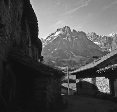 Pido, Cantabria (fcuencadiaz) Tags: paisajes cantabria byw pido libana pueblosespaa fotografiaargentica