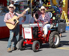 mobile musical entertainment at Ipswich Show (Photos by Lance) Tags: tractor guitar outdoor artists singers performers howie entertainers sideshowalley ipswichqueensland ipswichshow memphismoovers tcpchoice howiethetractor
