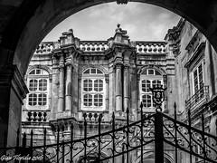 Siracusa, Ortigia: Scorcio del Palazzo Beneventano del Bosco (Gian Floridia) Tags: bw bn palazzo architettura sicilia barocco siracusa ortigia bienne eliovittorini siciliaorientale beneventanodelbosco