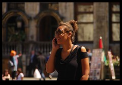 20KM0145 (Leopoldo Esteban) Tags: street brussels woman calle mujer women belgium belgique femme bruxelles bruselas rue mujeres belgica calles femmes straat leopoldoesteban