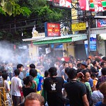 "Songkran on Khao San Road <a style=""margin-left:10px; font-size:0.8em;"" href=""http://www.flickr.com/photos/14315427@N00/6930620560/"" target=""_blank"">@flickr</a>"