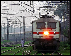 Ganga Damodar Express (Raj Kumar (The Rail Enthusiast)) Tags: canon indian loco railways raj ganga intercity abb kumar bihar patna dhanbad 30226 damodar gomoh wap7 sx30is