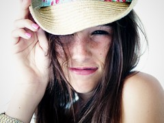 Chica con sombrero (luis lainez photography) Tags: girl smile hat chica getty sonrisa sombrero gettyimages