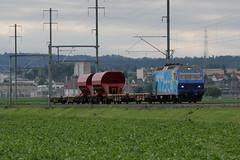 """Lrmmesszug mit SOB Lokomotive Re 456 140 - 7 mit Werbung """"OSTWIND - STEIGEN SIE EIN!"""" unterwegs zwischen Kerzers und Mntschemier im Kanton Freiburg und Bern in der Schweiz (chrchr_75) Tags: train de tren schweiz switzerland suisse swiss 7 eisenbahn railway zug locomotive re juli christoph werbung svizzera bahn schweizer chemin sob centralstation fer 2012 locomotora tog 456 juna lokomotive lok 140 ferrovia spoorweg suissa ostwind locomotiva lokomotiv ferroviaria  1207 locomotief sdostbahn chrigu  rautatie  bahnen zoug trainen  chrchr hurni chrchr75 chriguhurni re456 messzug lrmmesszug albumbahnenderschweiz2012712 hurni120711 chriguhurnibluemailch albumsdostbahnsob"""