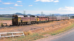 42205 and 4470 at Werris Creek with the XPT bogie test train