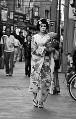 IMG_4634 (Hawkeye39) Tags: blackandwhite japan tokyo streetphotography maiko geisha asakusa