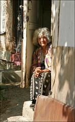 Auf dem Tritt (Prinz Wilbert) Tags: tiflis georgien georgia lady steps tritt woman frau dame armenianquarter tbilisi armenierviertel prinzwilbert flickr
