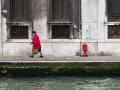 Venezia - 2016 (Enzo D.) Tags: venice red italy woman donna italia coat olympus rosso venezia fireplug canale 2016 fondamenta idrante cappotto wwwenzodemartinocom
