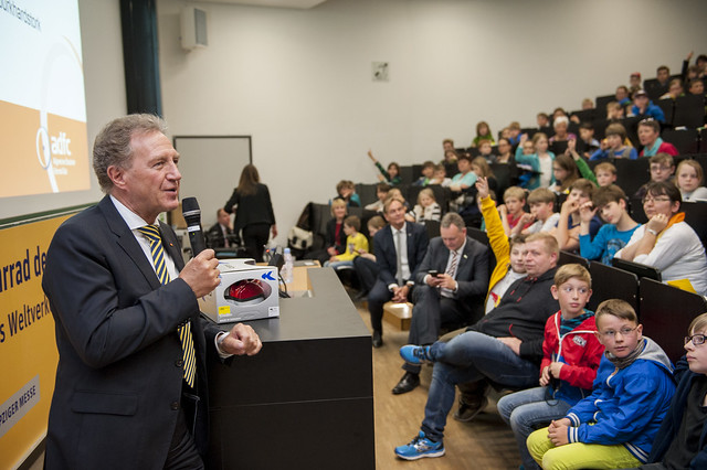Norbert Barthle presents at Children's University
