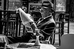 Morning news (Gian Floridia) Tags: morning bw news hat milano streetphotography bn economia cappello finance mattino bienne giornale finanza