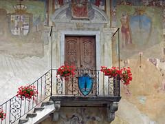 Orta San Giulio (No) -- Piazza Mario Motta. (frank28883) Tags: palazzo balcone lagodorta ortasee gerani novara balconefiorito lakeoforta stemmi cusio ortasangiulio lacdorta dipintimurali