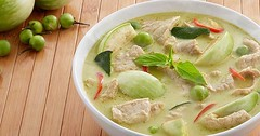 วันนี้แนะนำอาหารที่รู้จักเป็นอย่างดีในต่างแดน....แกงเขียวหวานที่ยังคงความเป็นอาหารไทย ทานกับขนมจีนยิ่งสุดอร่อยที่มีสูตรลับอยู่ที่เครื่องแกงจากสมุนไพรนานาชนิด วิธีการทำตามนี้ได้เลย http://cooking.kapook.com/view137745.html Cr:ภาพ http://orsimages.unilevers
